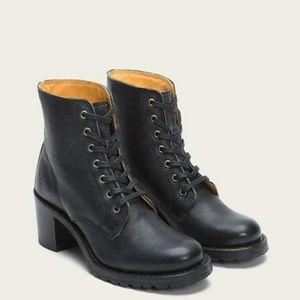 Frye Sabrina lace up boots size 8
